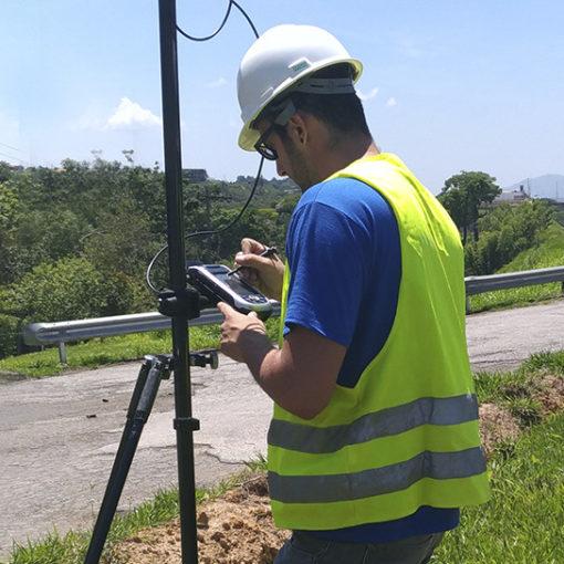 Georreferenciamento de imóveis e implantação de marcos com o transporte de coordenadas e cotas por (GPS)